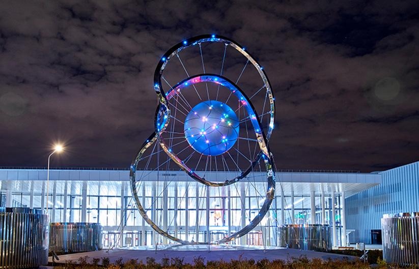 Арт-объект «Московские кольца» (высота 15 метров)